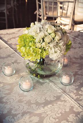 Ваза с цветами на стол